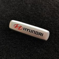 Шильдик для автоковриков hyundai матовый цветной