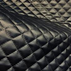 Экокожа черная стеганая черной ниткой ромб 35х35 мм по синтепоне 100 гр на спанбонде